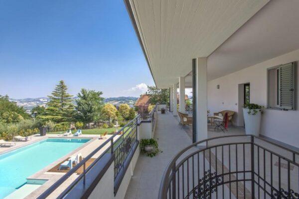 Villa belvedere fogliense - Italië - Le Marche - 30 personen - balkon