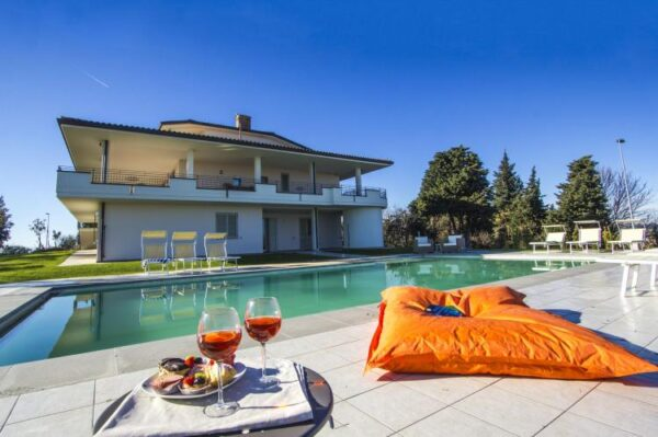 Villa belvedere fogliense - Italië - Le Marche - 30 personen