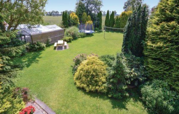 Wehe-den Hoorn - Nederland - Groningen - 41 personen - omheinde tuin